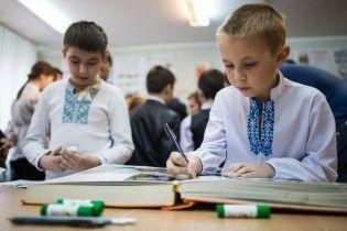 Миколаївські учні збирають макулатуру заради комп'ютерного класу для школи прифронтового Гранітного