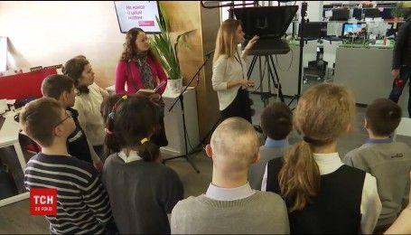 Екскурсію офісом 1+1 влаштували діткам із синдромом Дауна