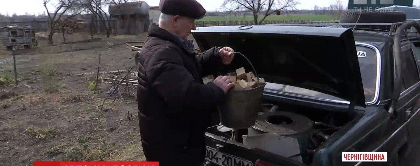 """Пенсионер из Черниговщины заставил свой """"Мерседес"""" ездить на дровах вместо бензина"""