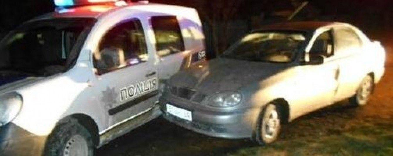 Пьяные гонки на Львовщине: водитель протаранил полицейское авто и протащил патрульного 15 метров