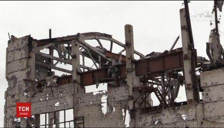 Окупанти вдарили із танків та артилерії по українських опорниках