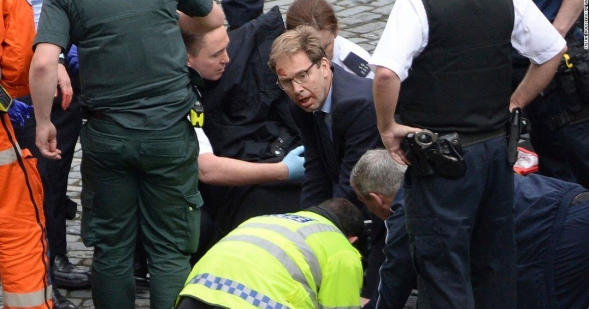 Теракт в Лондоне: заместитель главы МИД Британии пытался спасти раненого полицейского