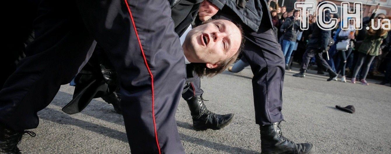 В России прокатились массовые протесты против коррупции во власти - более полутысячи задержанных