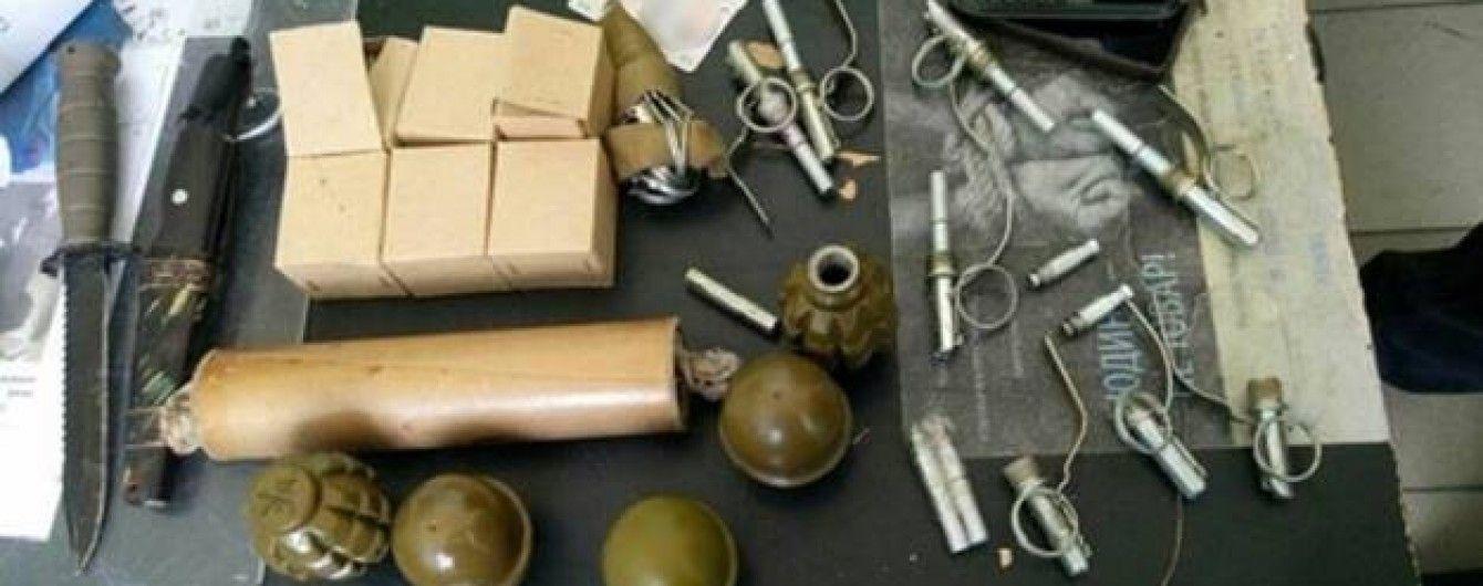 В Киеве в метро задержали парня с арсеналом боеприпасов