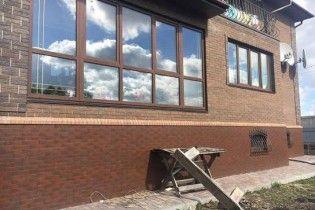 Под Киевом мужчина отбился от вооруженных мужчин в масках, которые ворвались в его дом