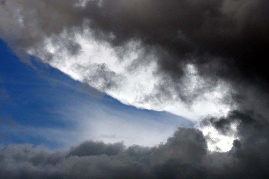 Хмари і дощі: синоптики розповіли, чого чекати від погоди в середу