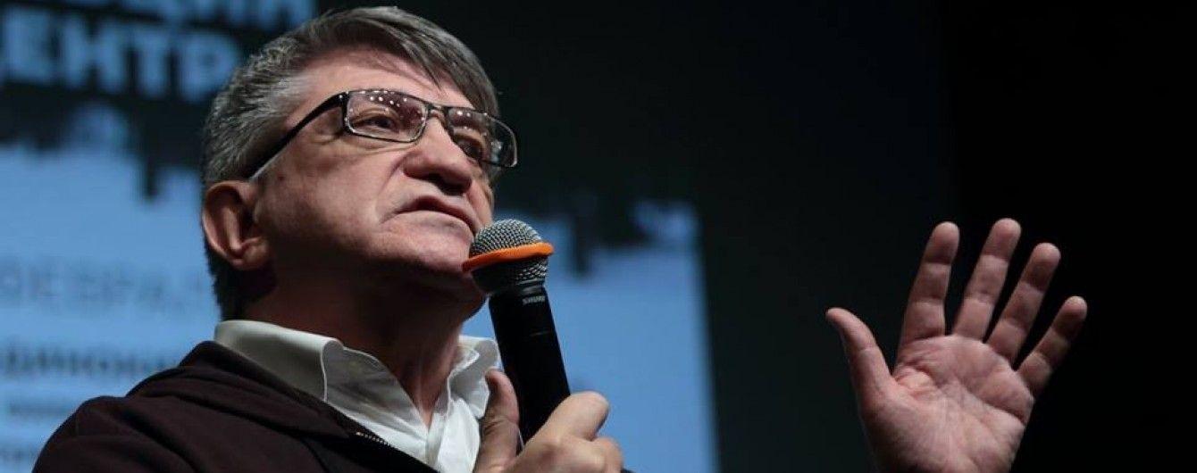 Российский режиссер призвал Порошенко без всяких условий освободить всех заключенных россиян ради Сенцова