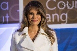 Шуба в подарок: Памела Андерсон удивила первую леди Меланию Трамп