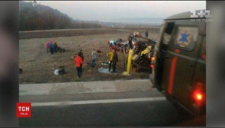 На Львовщине перевернулся автобус с более чем сорока пассажирами