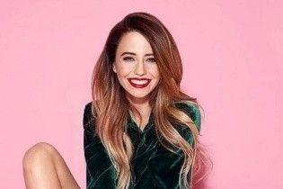 В зеленом платье и с красивой укладкой: Надя Дорофеева поделилась новым кадром эффектного образа