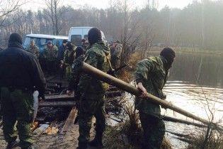 Поблизу копалень бурштину на Рівненщині 200 невідомих влаштували бійку з поліцією