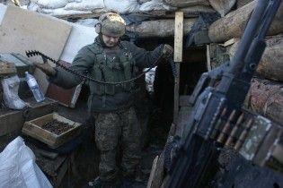 Майже півсотні обстрілів у зоні АТО: двоє поранених та обстріли з важкого озброєння