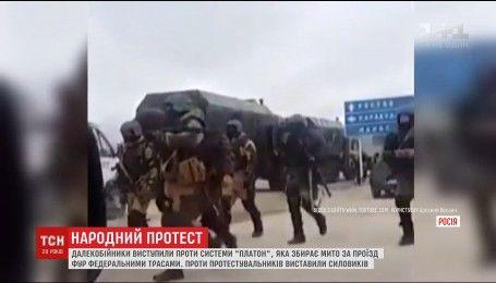 Бронетехника и гвардейцы пытаются утолить протест дальнобойщиков в Дагестане