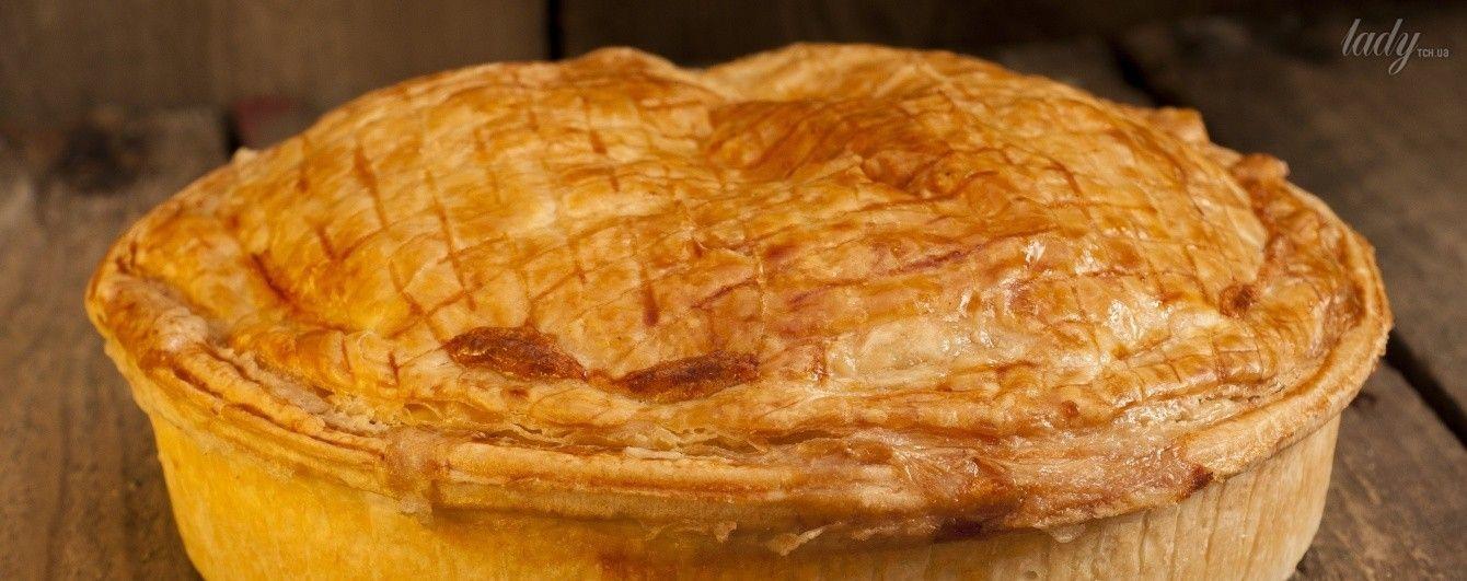 Из него пекут печенье, рулеты, коржи для тортов и пирожные.