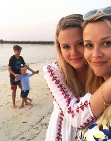 Різ Візерспун та її донька_1
