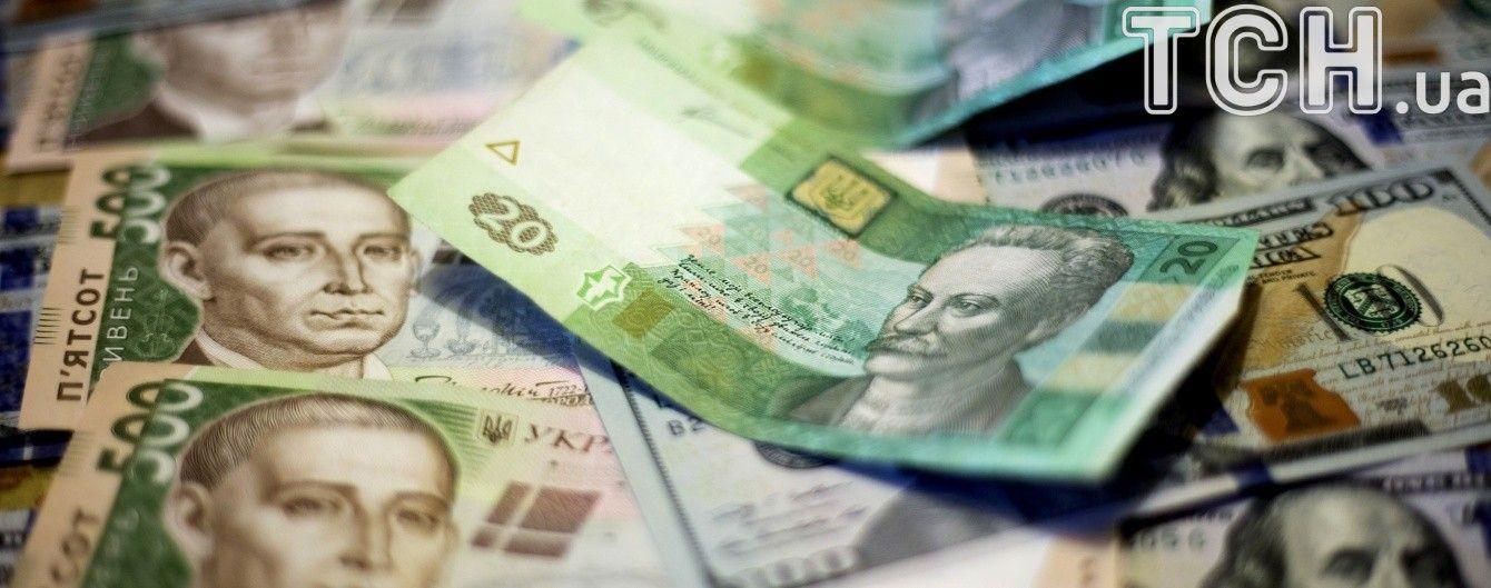 Протягом місяця долар здешевшав майже на гривню. Валютні прогнози на літо