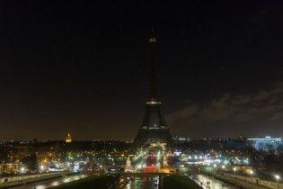 Подсветку Эйфелевой башни погасят в память о жертвах теракта в Санкт-Петербурге