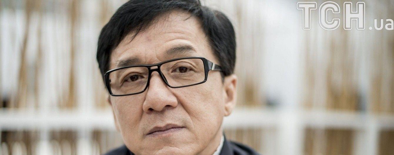 Доньку Джекі Чана госпіталізували у критичному стані після спроби суїциду – ЗМІ