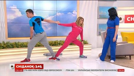 Советы фитнес-тренера: как выполнять физические упражнения вдвоем