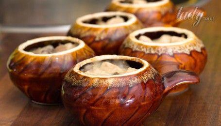 Не тільки печеня: які страви можна приготувати в горщиках