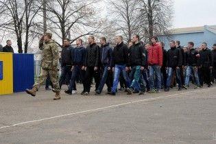 У Тернополі молодик випав з п'ятого поверху військкомату, щоб ухилитися від призову