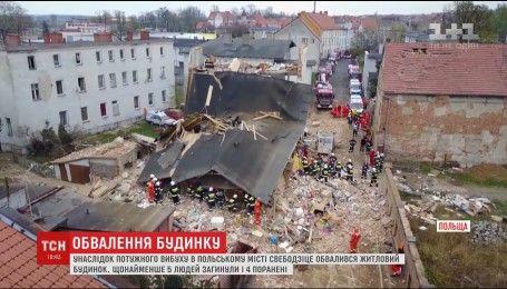 По меньшей мере пять человек погибли во время обвала жилого дома в Польше