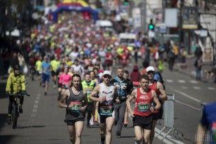 В Вышгороде устроили благотворительный марафон в новогодних костюмах