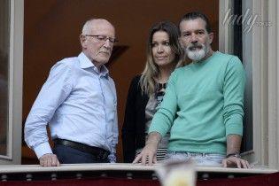 Ревностный католик: Антонио Бандерас с подругой принял участие в пасхальных торжествах