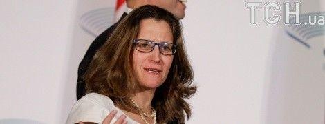 Глава МЗС Канади закликала Росію звільнити Сенцова