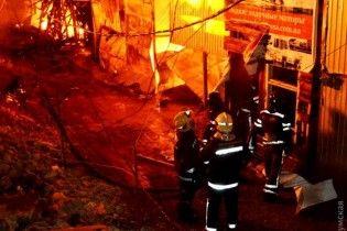 В Одессе пожар на причале повредил 15 домов