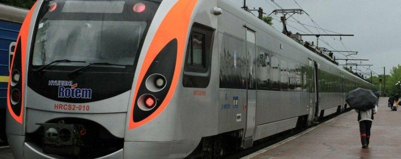 Под Харьковом в поезде нашли мертвым военного - СМИ