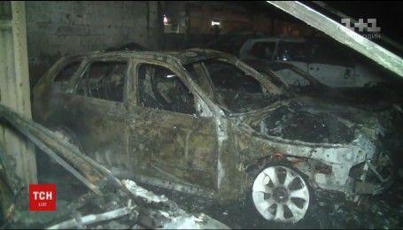 Шість елітних авто згоріли у Харкові