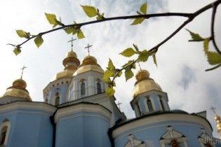 """""""Если церковь людям не помогает, то кто?"""": послушник рассказал, почему пять лет назад открыл ворота для избитых майдановцев"""