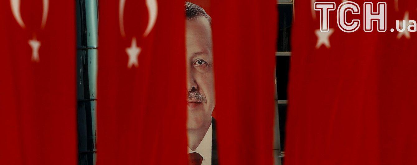 Эрдоган обвинил посла США в Турции в приостановлении выдачи виз Америкой