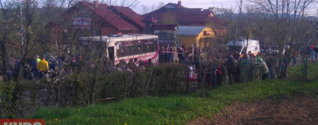 На Прикарпатті у моторошній аварії загинули молоді хлопці