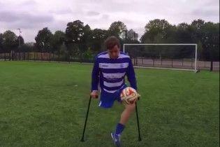 Футболист без одной ноги продемонстрировал ловкое владение мячом