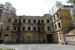 """Разрушенные дворцы и заброшенные замки. Как в Украине """"отмечают"""" день памятников"""