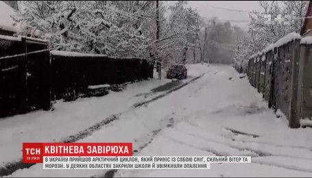 Совсем не апрельская погода шокирует Украину