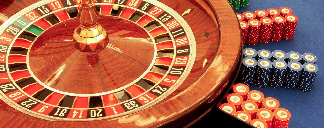 Нацполиция подозревает двух украинцев и россиянина в создании самого популярного в РФ онлайн-казино Azino777