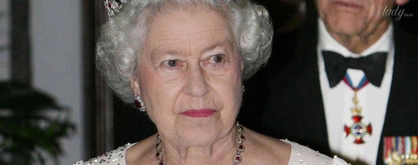 Королева Елизавета II: юные годы, свадьба и безупречные образы разных лет