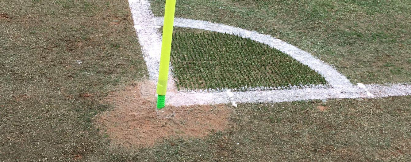 """На новому стадіоні """"Зеніта"""" протікає дах, а замість трави деінде лежать килимки для ніг"""