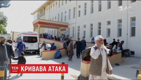 """Півтори сотні солдатів загинули внаслідок атаки бойовиків """"Талібану"""" на військову базу в Афганістані"""