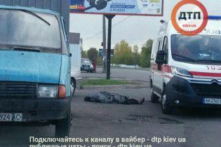 На левом берегу Киева посреди дороги нашли труп — соцсети