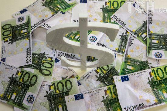 Курс валют на вихідні: гривня трохи зміцнилась до євро