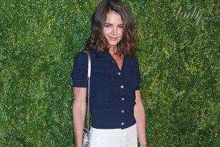 В кружевных брюках и на шпильках: Кэти Холмс сходила на вечеринку Chanel