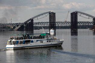 В Киеве после шести лет простоя возобновили речной трамвай