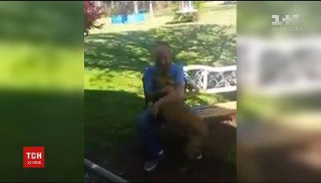 Пользователей тронула невероятная встреча собаки с хозяином, который 5 недель провел в больнице