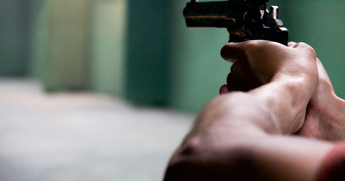В Запорожье мужчина стрелял по патрульному