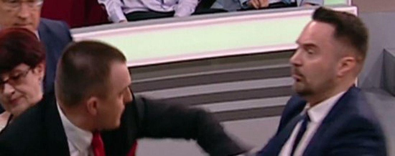 """""""Ваші діди - червоні фашисти"""": на російському ТБ влаштували масову бійку з матюками"""