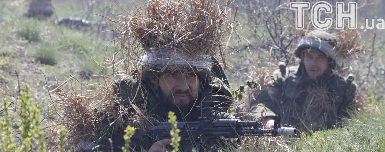 Бойовики з важких мінометів обстріляли Авдіївку і Піски і поранили українського військового